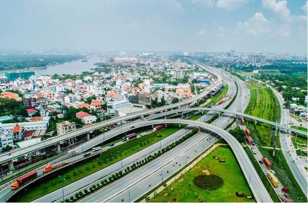 vinhomes-smart-city-thu-hut-khach-hang-nho-tuyen-duong-sat-metro-va-dai-lo-thang-long.jpg